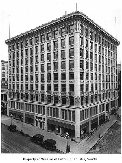 Arctic Club Building, ca. 1917 / Photo: MOHAI